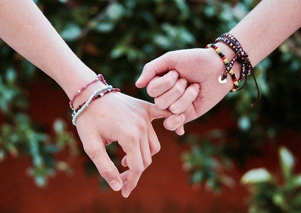 Créer des bijoux et les vendre : 6 idées pour se lancer dans la vente de bijoux fait-main !